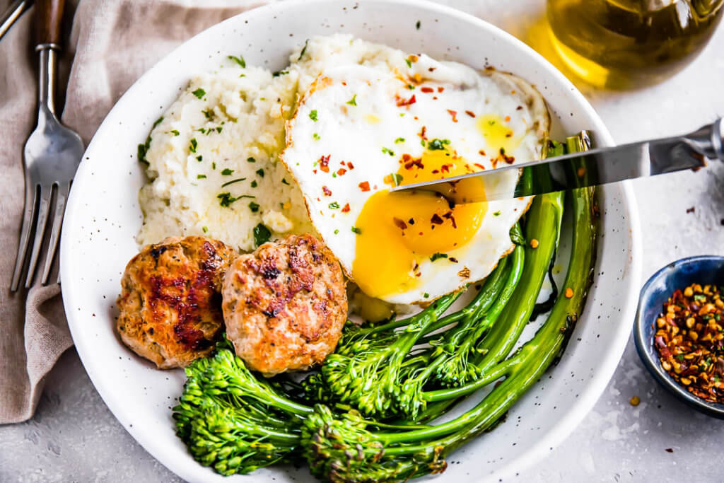 Sausage and Cauliflower Grits Breakfast Bowl